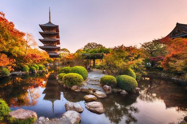 Templo de toji antigo pagode de madeira em kyoto, japão