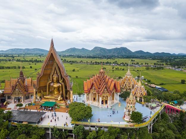 Templo de tuum sua (templo da caverna do tigre), kanchanaburi, tailândia