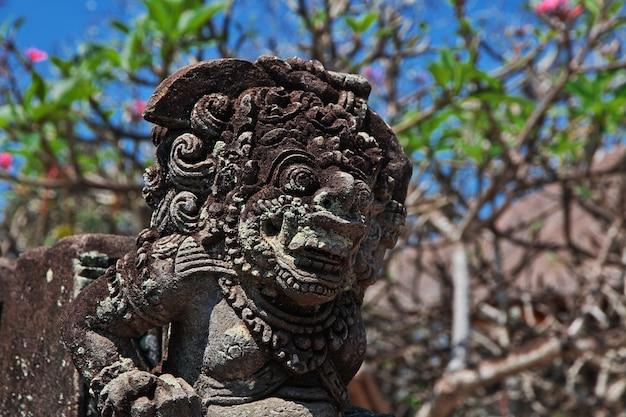 Templo de ubud na ilha de bali, indonésia