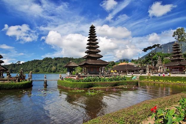 Templo de ulun danu bratan em bali, indonésia