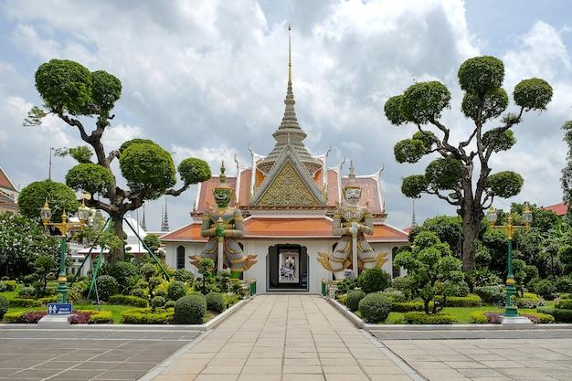 Templo de wat arun, marco e popular para atracções turísticas em bangkok tailândia