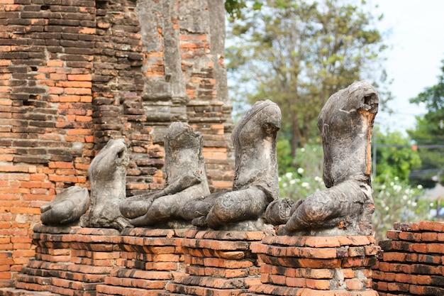 Templo de wat chaiwatthanaram no parque histórico de ayutthaya, tailândia.