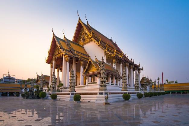 Templo de wat suthat thep wararam em bangkok tailândia
