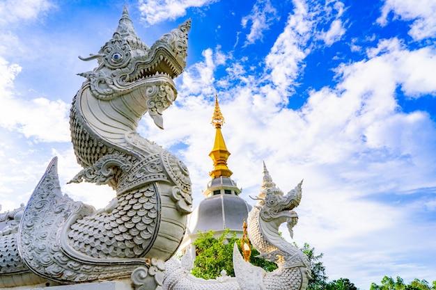 Templo de wat thung setthi na província de khonkaen tailândia.