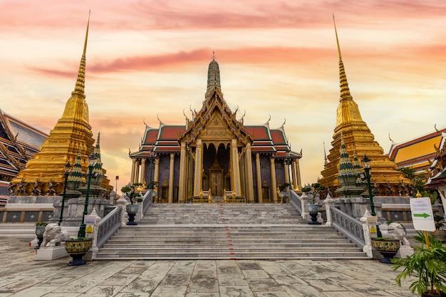 Templo do buda esmeralda ou templo wat phra kaew, bangkok, tailândia