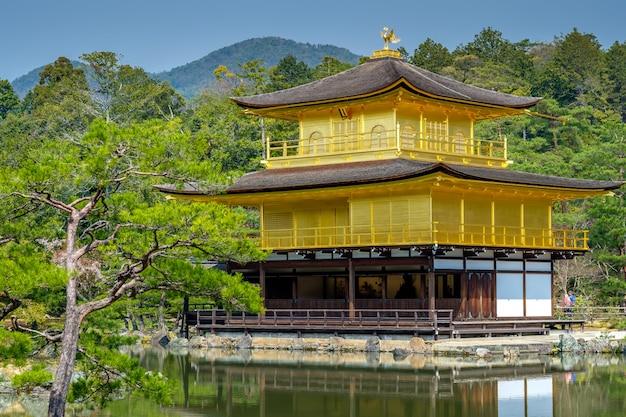 Templo dourado, japão