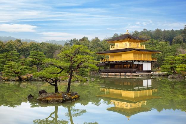Templo kinkakuji (o pavilhão dourado) em kyoto, japão