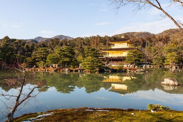 Templo kinkakuji (templo rokuon-ji) (pavilhão dourado) em kyoto, japão