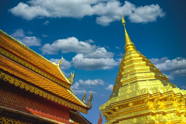 Templo na arte antiga da arquitetura de banguecoque tailândia chedi phra that doi suthep em chiang mai, tailândia ásia