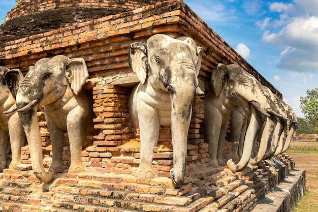 Templo no parque histórico de sukhothai, tailândia