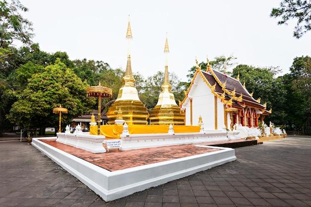 Templo phra that doi tung, província de chiang rai, tailândia