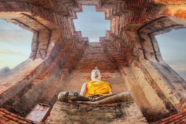 Templo prasat nakhon luang, ancient pagoda thailand, um templo budista na cidade de ayutthaya historical park