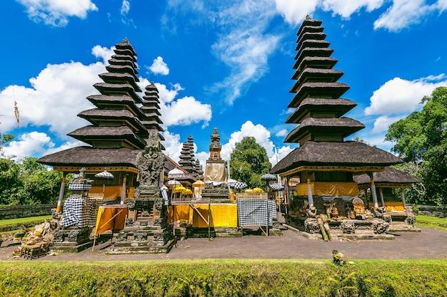 Templo pura taman ayun em bali, indonésia