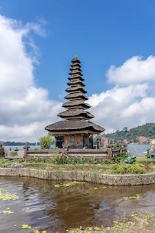 Templo pura ulun danu bratan na indonésia