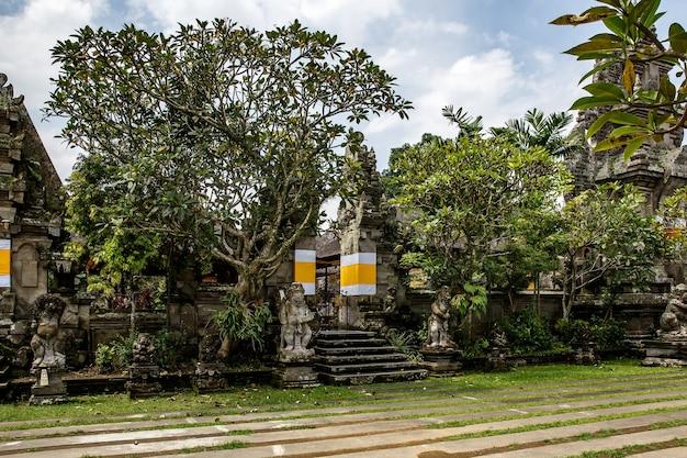 Templo tradicional de bali. religião do hinduísmo balinesa.
