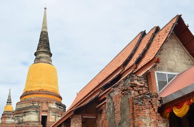 Templo velho wat yai chai mongkhon da província de ayuthaya tailândia