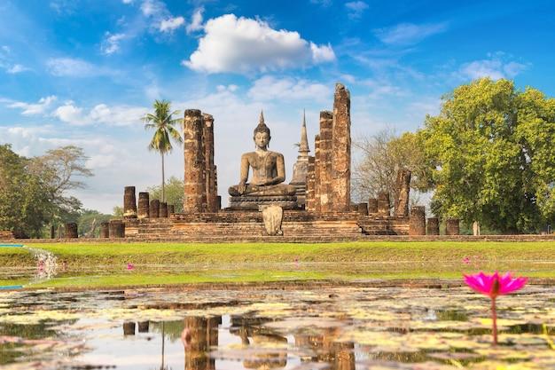 Templo wat mahathat no parque histórico de sukhothai, tailândia