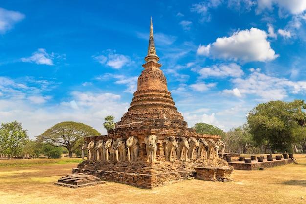 Templo wat sorasak no parque histórico sukhothai