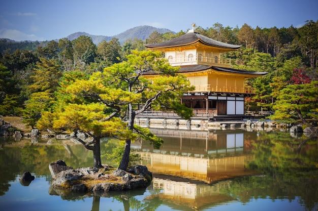 Templo zen budista do pavilhão dourado kinkaku-ji, oficialmente denominado rokuon-ji, kyoto japão