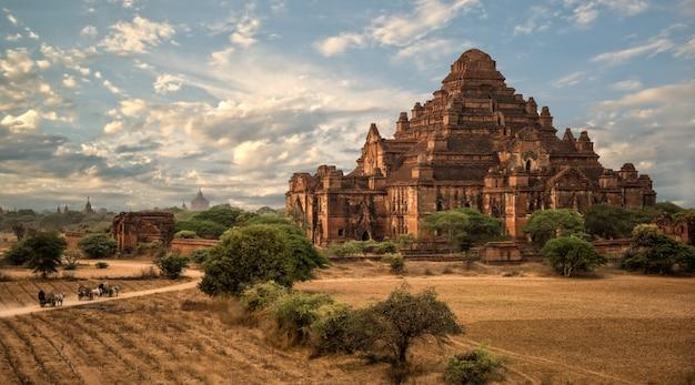 Templos antigos em bagan, myanmar