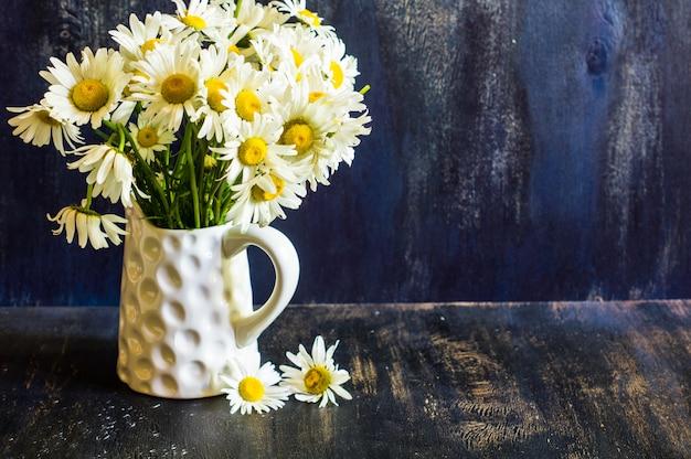 Tempo de primavera interior com flores