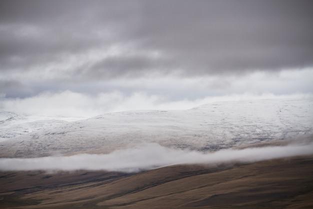 Tempo nublado e frio na área de estepes