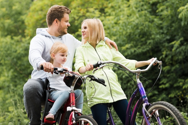 Tempo para a família com bicicletas