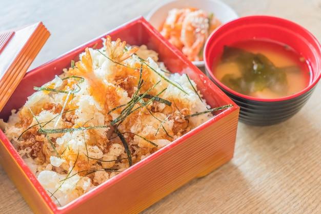 Tempura de camarão em caixa