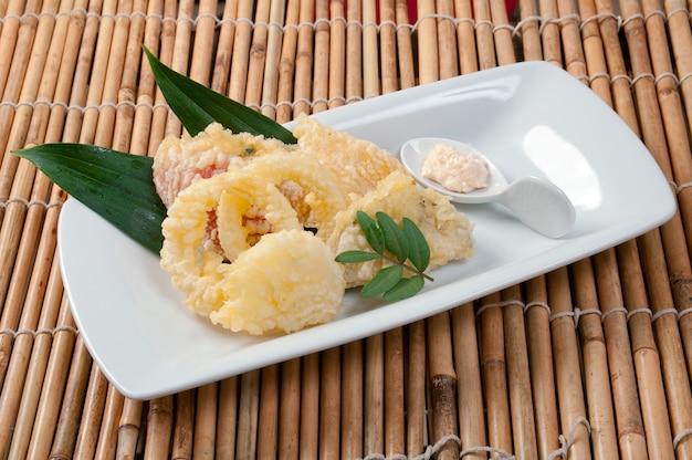 Tempura japonesa frita com camarão