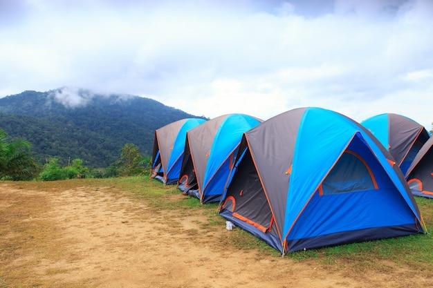 Tenda de cúpula acampar no parque nacional
