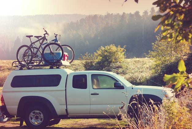 Tenda em camping. local de recreação.