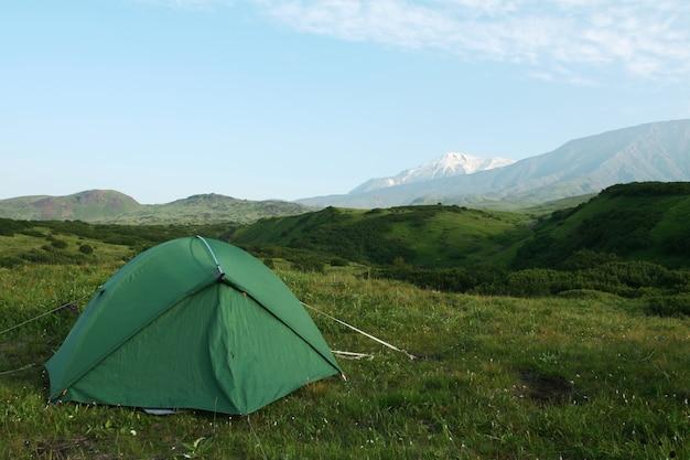 Tenda na montanha em kamchatka