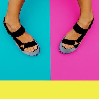 Tendência de verão plataforma. sapatos elegantes para senhora