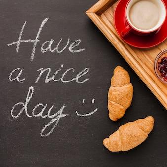 Tenha uma mensagem de bom dia com café da manhã