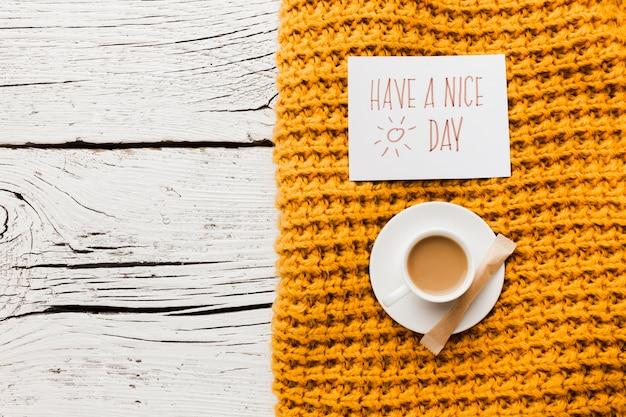 Tenha uma mensagem de bom dia com uma xícara de café