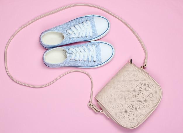 Tênis, bolsa de couro rosa
