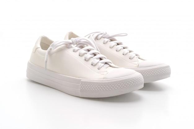 Tênis branco sobre branco