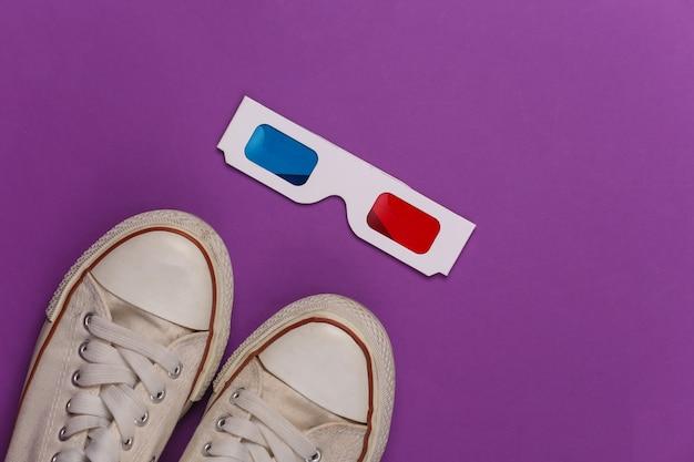 Tênis da velha escola e óculos 3d anáglifos em um roxo
