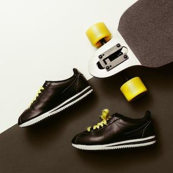 Tênis e skate estilo urbano, design minimalista