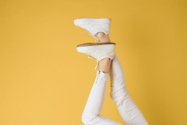Tênis feminino com pernas invertidas