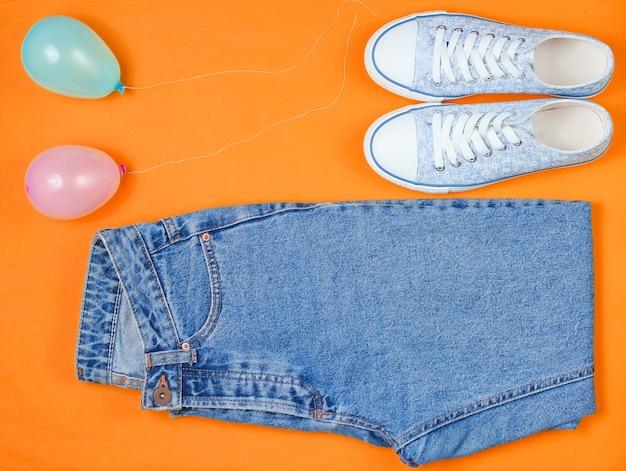 Tênis femininos hipster com jeans e balões