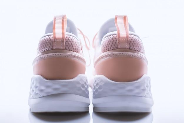 Tênis rosa na moda