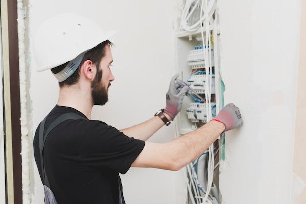Tensão de medição mounter nos cabos