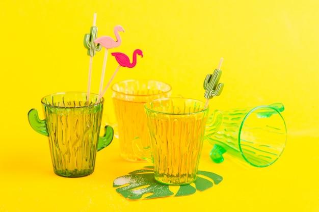 Tequila em copo de cacto com limão