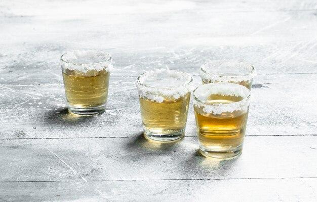 Tequila em um copo.