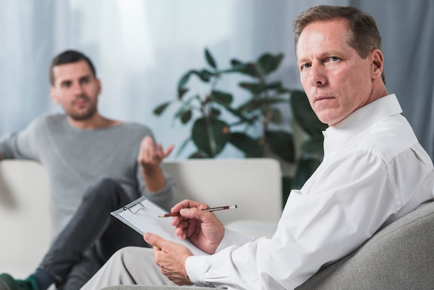 Terapeuta com paciente
