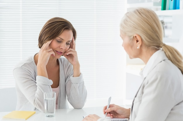 Terapeuta, ouvindo seu paciente