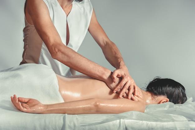 Terapia com óleos de massagem