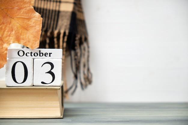 Terceiro dia do outono mês calendário outubro com espaço de cópia.