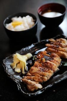 Teriyoki de frango com arroz
